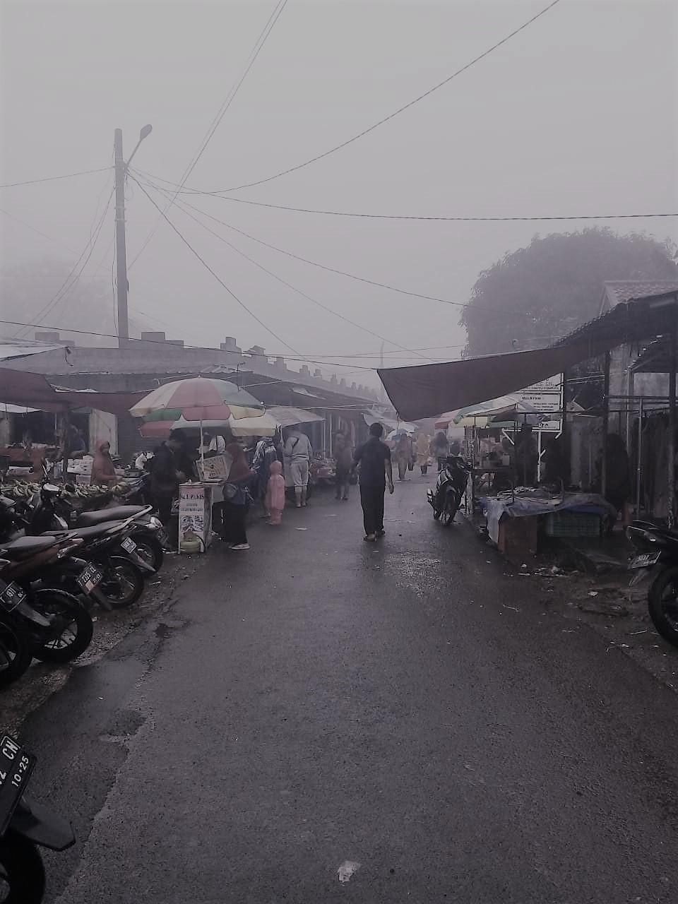 Omset Para Pedagang di Pasar Desa Taringgul Tonggoh Semakin Menurun